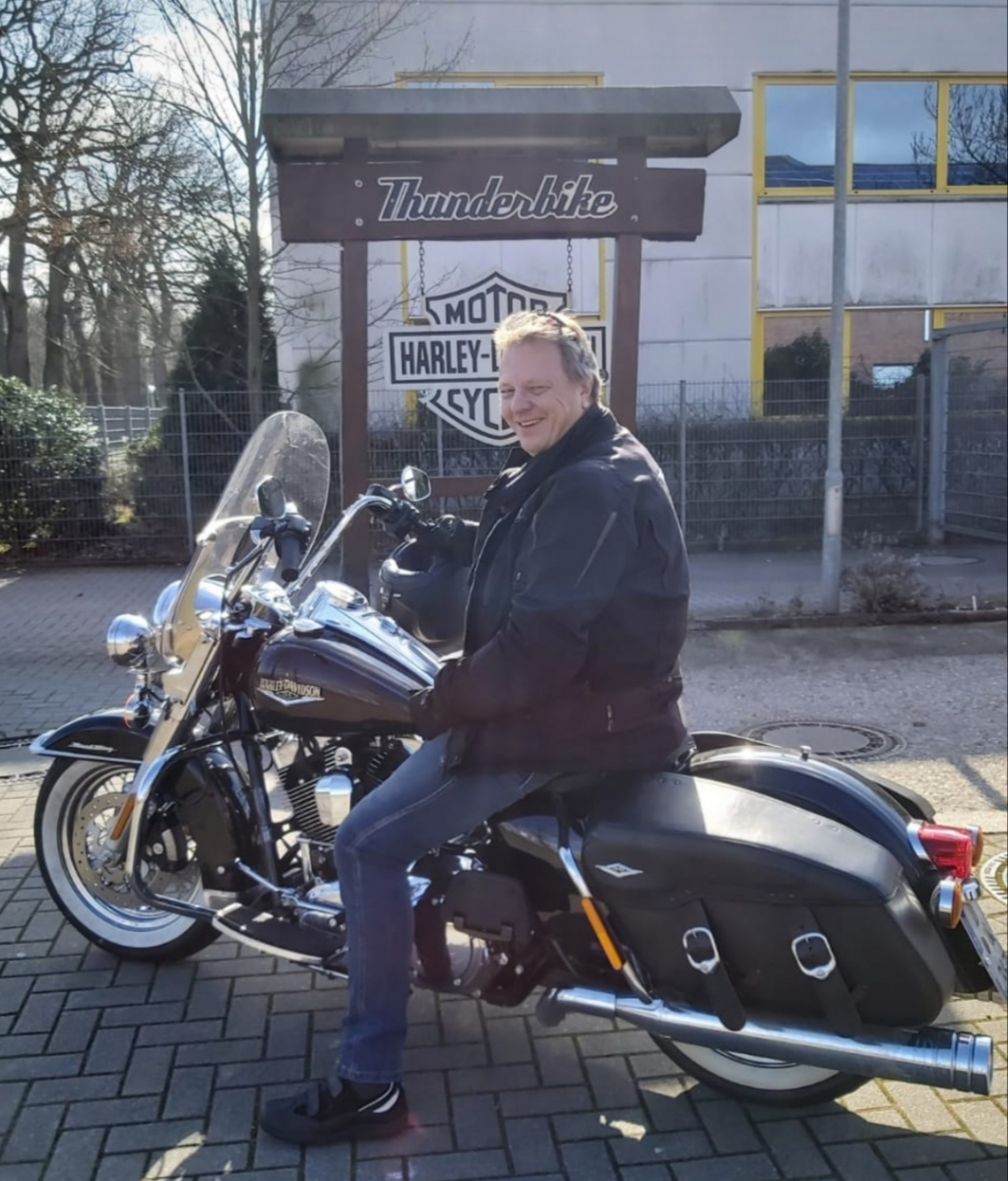 1_Peter-Thunderbike